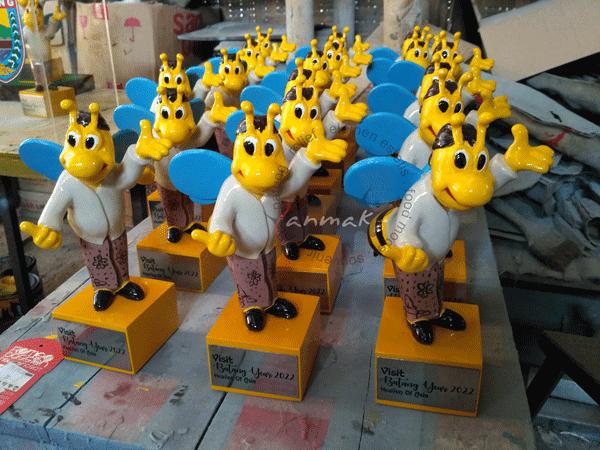 souvenir patung